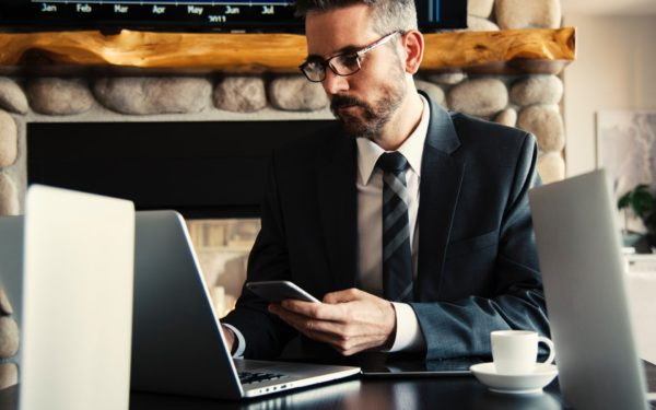 Man-sitting-in-front-of-laptop