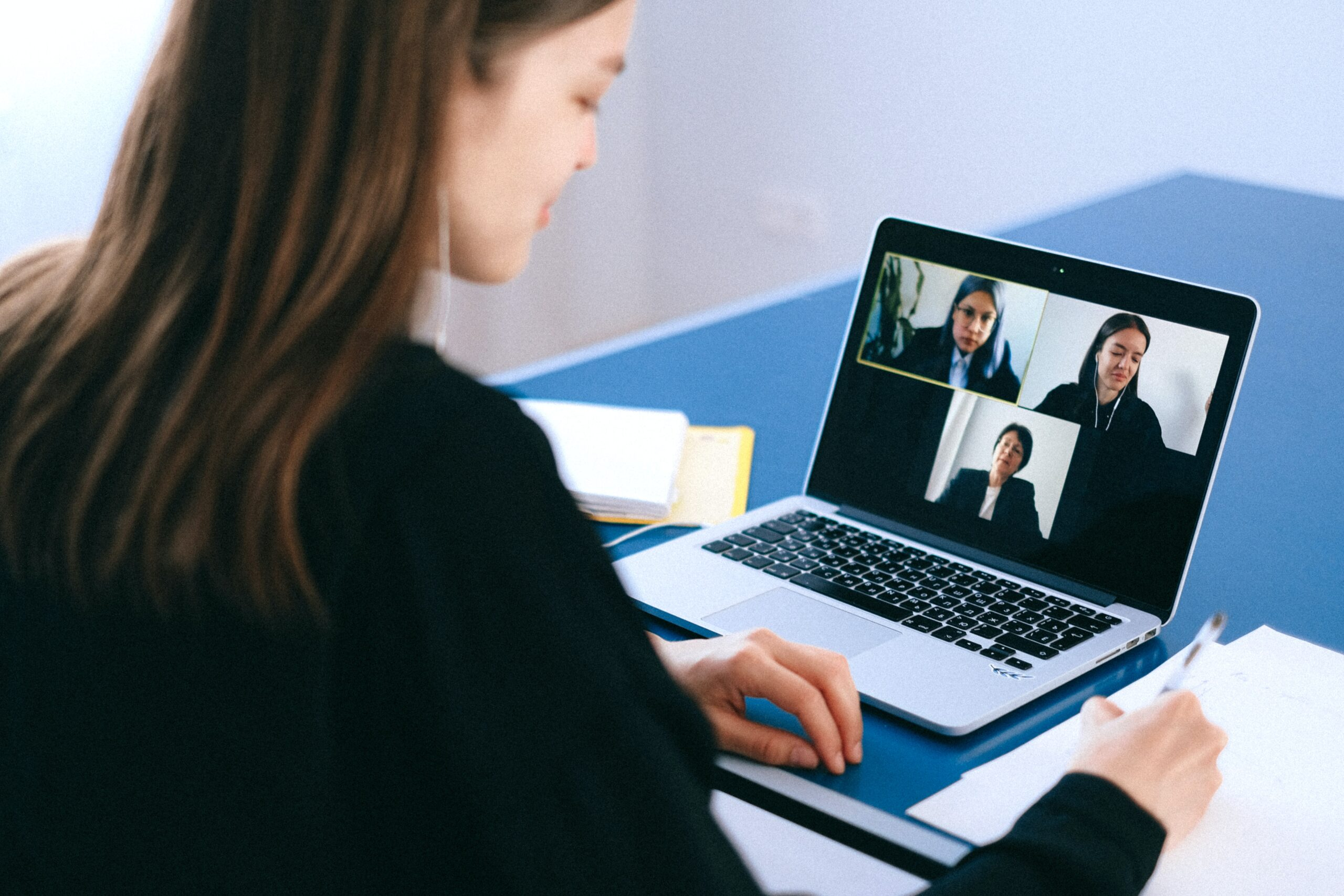 woman-sitting-at-desk-on-video-call-on-laptop